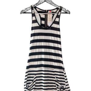 Vestido corto deportivo raya negro y blanco manga sisa marca Nivi