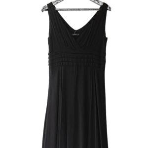 Vestido negro escote en v, corte imperio con pliegues marca Adrissa