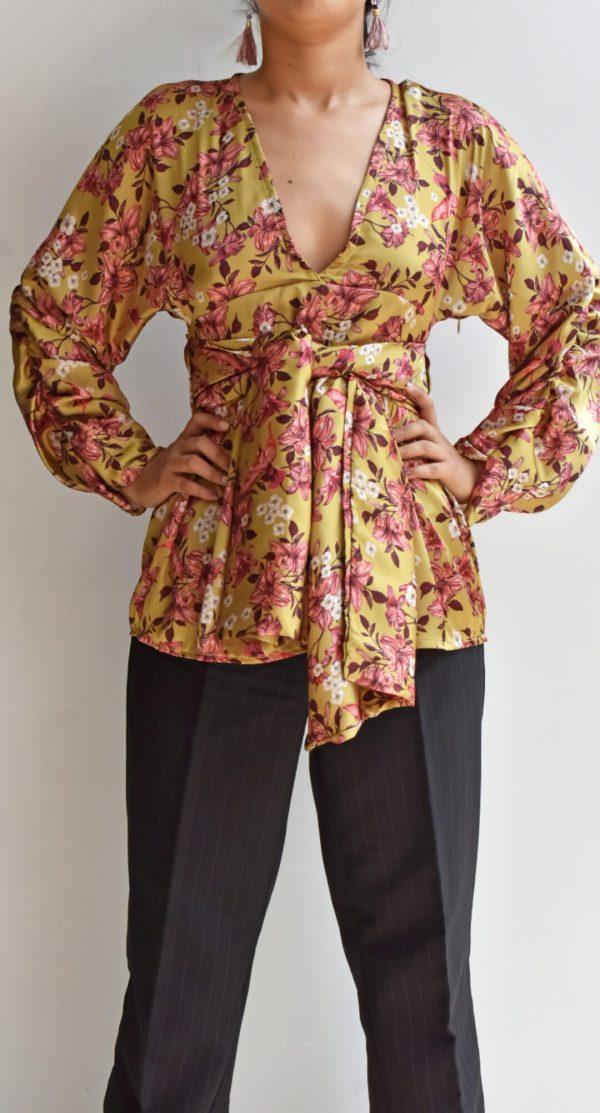 Blusa amarilla estampado floral y pájaros rosa Anana linas closet 21